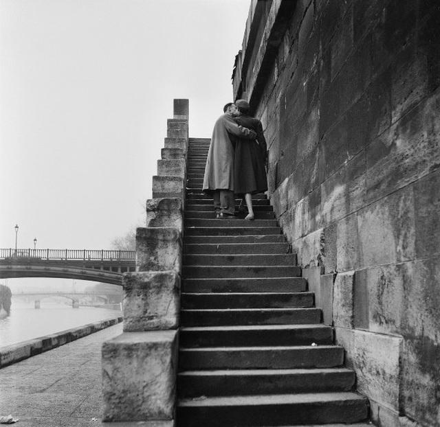 Lãng mạn những bức ảnh về nụ hôn dọc bờ sôngSeine - 4