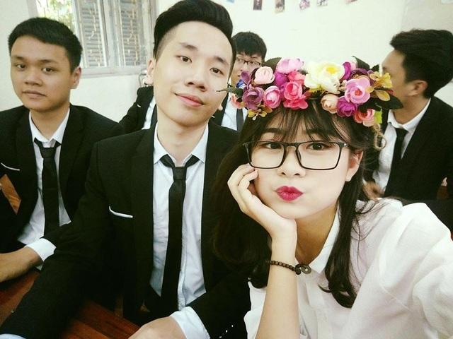 Kim Tuyên hồn nhiên cùng bạn bè.