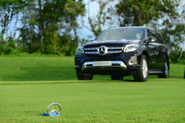 MBV mang đến mùa giải năm nay 8 chiếc Mercedes-Benz có tổng giá trị 22 tỷ đồng
