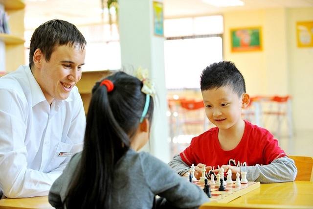 Hanoi Academy chủ trương kết hợp giữa giáo dục và vui chơi để kích thích tư duy sáng tạo của trẻ.