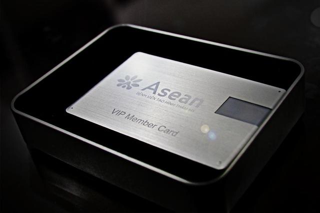 Thiệp mời có tính năng lưu trữ thông tin và là thẻ ưu đãi trọn đời