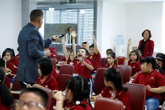 Summer Star Contest giúp các học viên VUS gia tăng sự dan dĩ, tự tin…