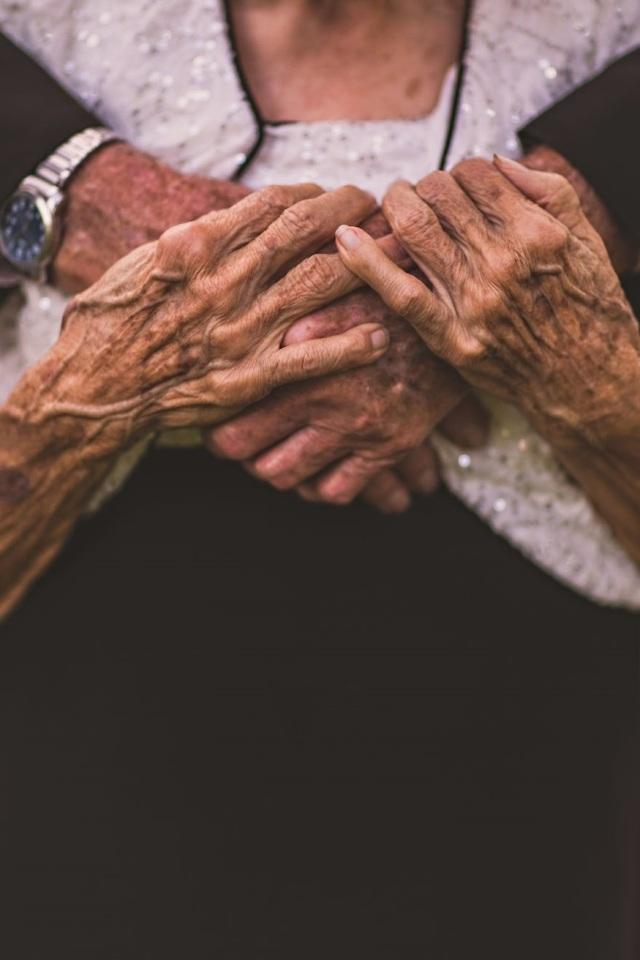 Mình đã nắm tay nhau đi trọn vẹn một đời