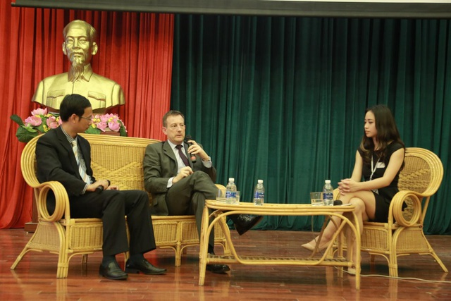 Ngài Đại sứ Pháp tại Việt Nam trò chuyện tại chương trình.