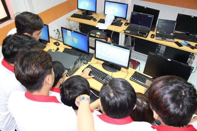 Thời lượng thực hành của sinh viên FPT Jetking chiếm hơn 60% trên tổng thời gian học.