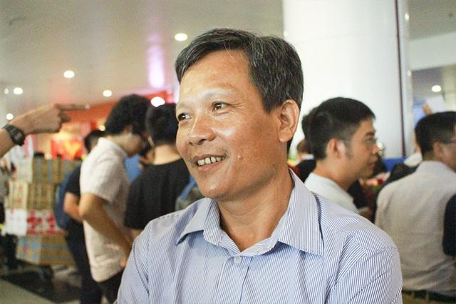 Ông Lê Huy Hưởng không giấu nổi niềm hạnh phúc khi con trai giành huy chương vàng Olympic Tin học Quốc tế 2017.