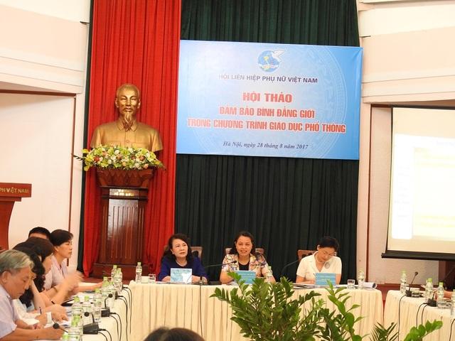 """Thứ trưởng Nguyễn Thị Nghĩa đồng chủ trì Hội thảo """"Đảm bảo bình đẳng giới trong chương trình GDPT""""."""