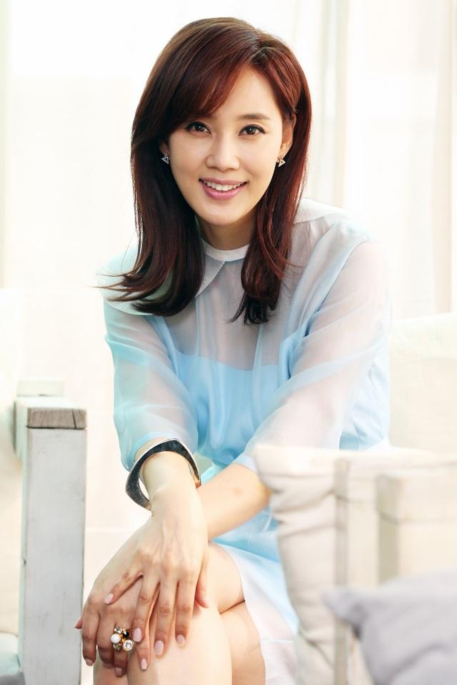 """Cựu hoa hậu Oh Hyun Kyung trở thành khách mời danh dự của Thanh Hằng Beauty Medi trong """"Mãi Mãi Hoàng Kim"""""""
