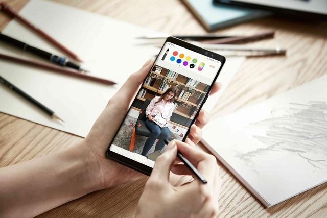 Người dùng toàn thế giới đang hào hứng đón chờ siêu phẩm Galaxy Note8 chính thức xuất hiện tại quốc gia mình. Tại Việt Nam, siêu phẩm này sẽ có màn ra mắt hoành tráng vào ngày 13/9/2017.