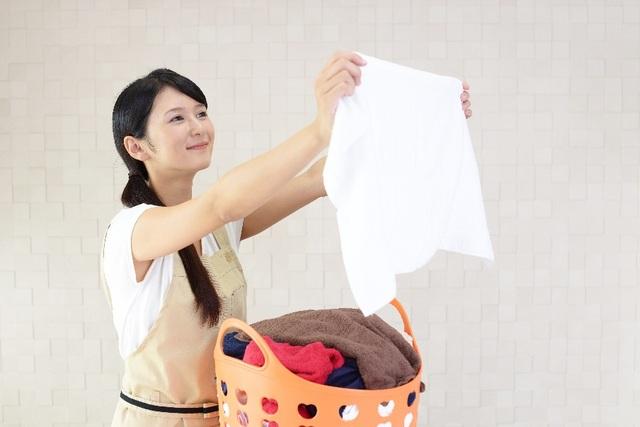 Thành quả lớn lao của phụ nữ là được chăm sóc gia đình qua những bộ quần áo tinh tươm