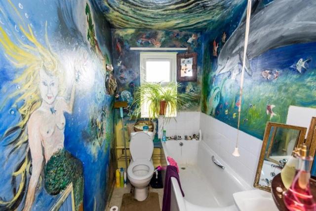 Phòng tắm kín đặc các bức vẽ