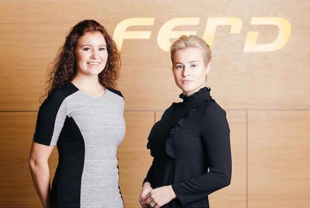 Cô cùng em gái Alexandra là hai nữ tỷ phú trẻ nhất thế giới