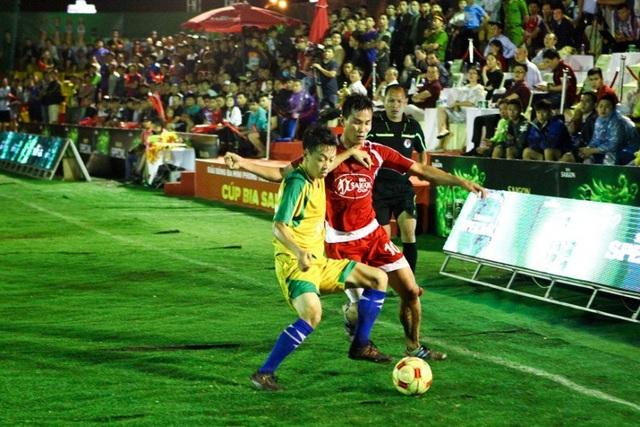 Tinh thần thi đấu fairlay luôn gắn kết với cầu thủ trong suốt mùa giải cúp bia Sài Gòn 2017.
