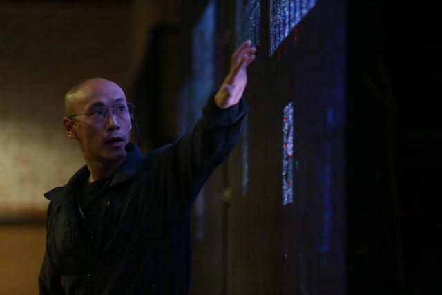 Tiến sĩ Bùi Duy Bách tốt nghiệp ngành Khoa học máy tính của Đại học Illinois (Mỹ). Anh cũng là người đồng sáng lập Arimo – một công ty nổi tiếng ở thung lũng Silicon trong lĩnh vực ứng dụng AI lên IoT.