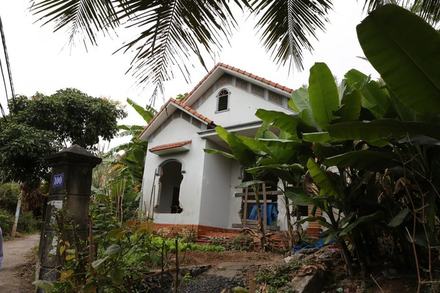 Kể cả nhà mới xây cũng bị sụt lún. Trong ảnh là nhà anh Ngô Thế Cường khu 5 tổ 63.