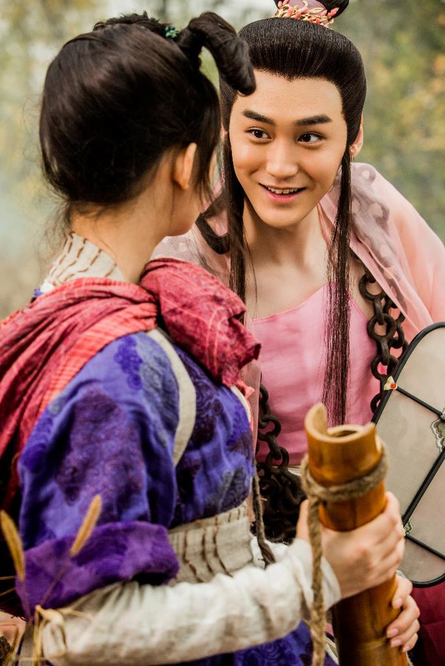 """Nam diễn viên Uông Đạt (vai Trư Bát Giới phiên bản đẹp trai) thú nhận mỗi biểu cảm của Lâm Doãn đều khiến anh bị """"kích động"""""""