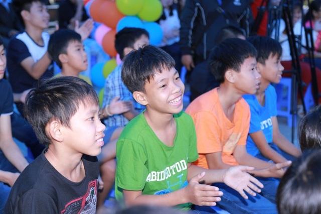 """Phan Anh, Helly Tống """"kết nối yêu thương"""" với trẻ em mái ấm Đà Nẵng - 6"""