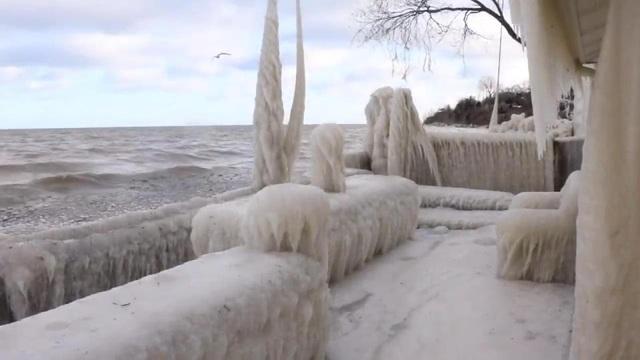 Ngôi nhà nằm ở phía tây New York, nhìn ra hồ Ontario đóng băng