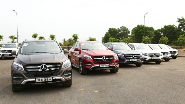 """Mercedes-Benz Việt Nam mang đến MBDA 2017 hơn 30 xe để khách mời có thể trải nghiệm bao gồm cả sedan lẫn SUV, từ A-Class đến S-Class, từ GLA đến GLS, trong đó có cả GLC và E-Class mới – hai mẫu xe """"hot"""" đang được khách hàng đặc biệt quan tâm."""