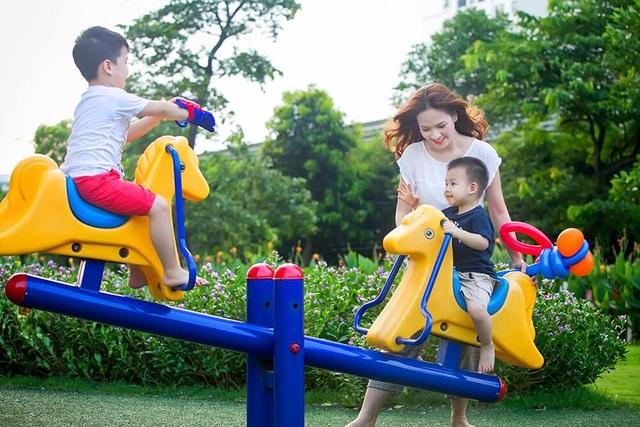 """Khi bạn thực sự đặt hạnh phúc gia đình thành ưu tiên hàng đầu thì việc tạo ra """"chất keo"""" gắn kết không hề khó. Bởi một gia đình gắn kết, thấu hiểu lẫn nhau và tràn ngập tiếng cười là mong muốn của mọi gia đình."""