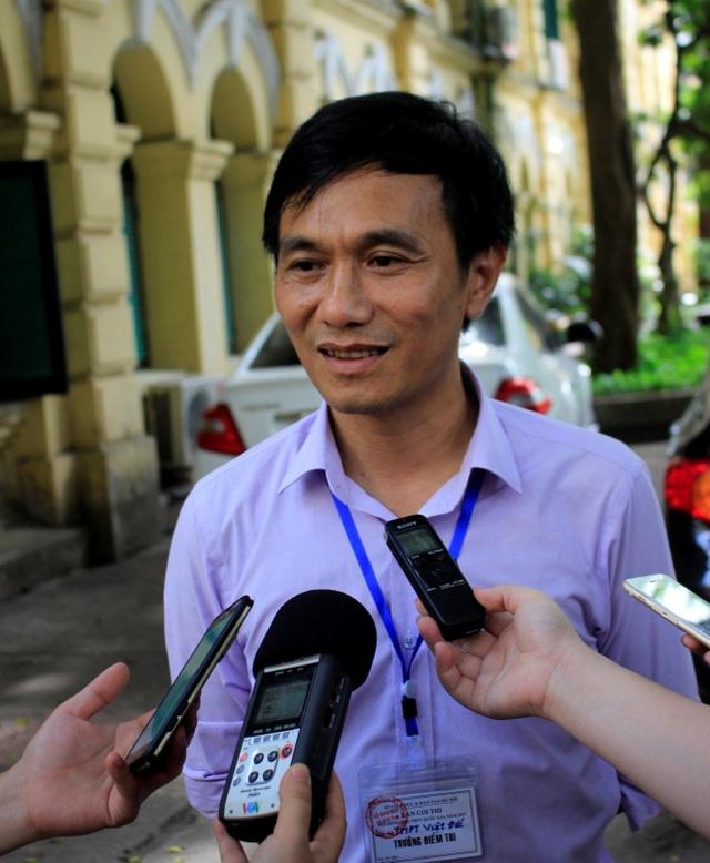 Ông Nguyễn Minh Phi - trưởng điểm thi THPT Việt Đức (Hà Nội). (Ảnh: Hà Cường/Huyền Vũ)