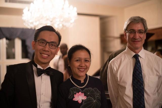 Đại sứ Việt Nam tại Liên Hợp Quốc Nguyễn Phương Nga (giữa) tham dự hòa nhạc.