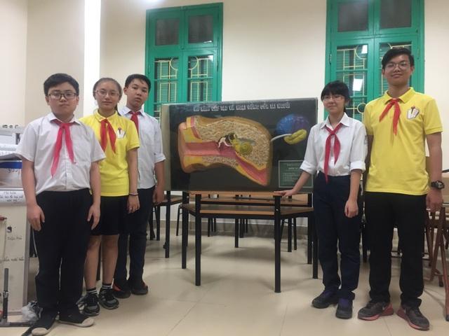 Các tác giả và công trình dự thi của nhóm.