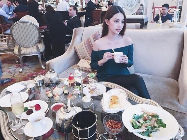 Jolie Nguyễn được biết đến là Hoa hậu Thế giới người Việt tại Úc 2015.