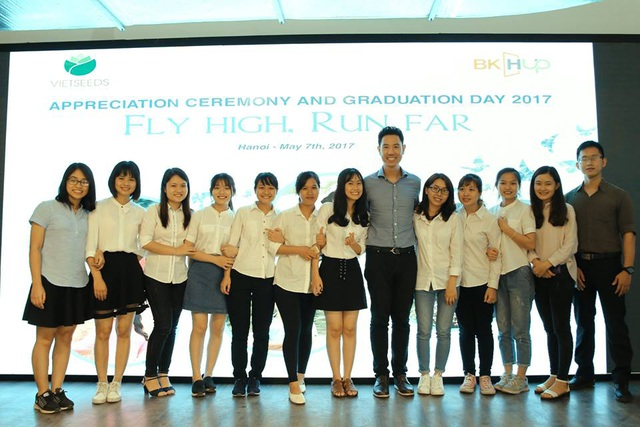 TS Vũ Duy Thức đồng sáng lập Quỹ VietSeeds hỗ trợ các tân sinh viên nghèo, học giỏi ở Việt Nam.