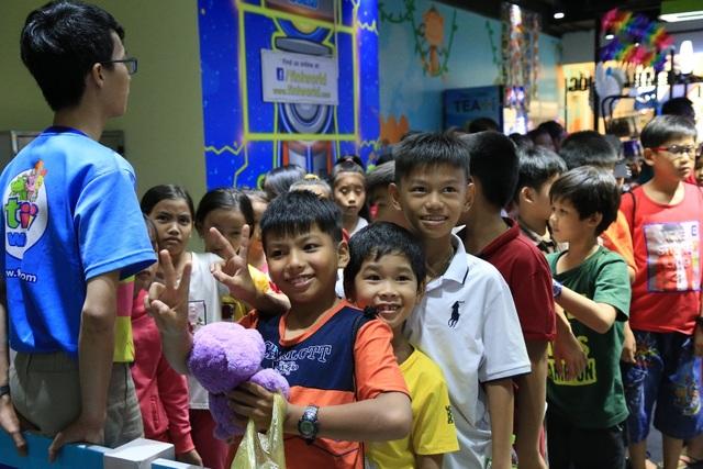 """Vào ngày 12/9 vừa qua, chương trình tiNi Share Play Day đã đón tiếp 1.500 """"vị khách đặc biệt"""" từ các mái ấm, nhà thờ, nhà chùa… trên cả nước tới vui chơi"""