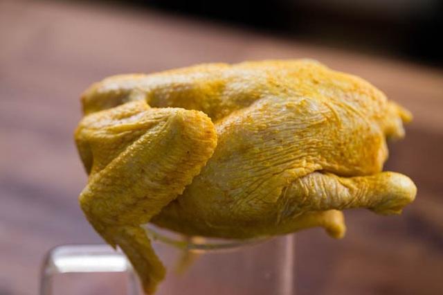 Tuyệt chiêu làm gà nướng muối vàng ươm, thơm phức không cần lò nướng - 3