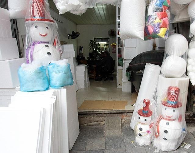 """""""Nặn"""" người tuyết, nghề độc lạ ở Thủ đô mùa Noel - 2"""