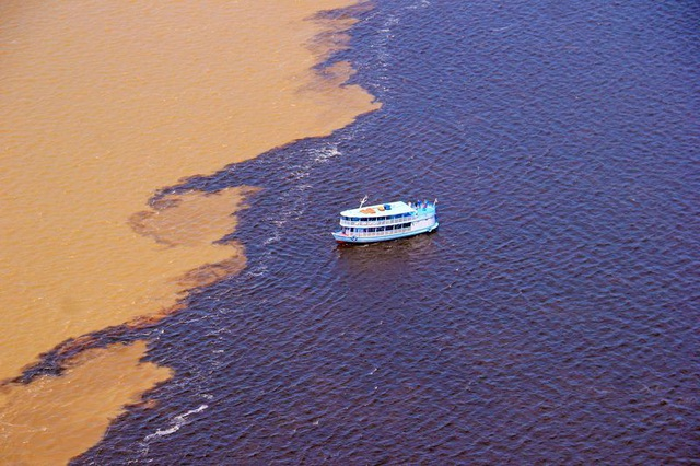 Bí ẩn dòng sông có hai màu nước không hòa lẫn - 2