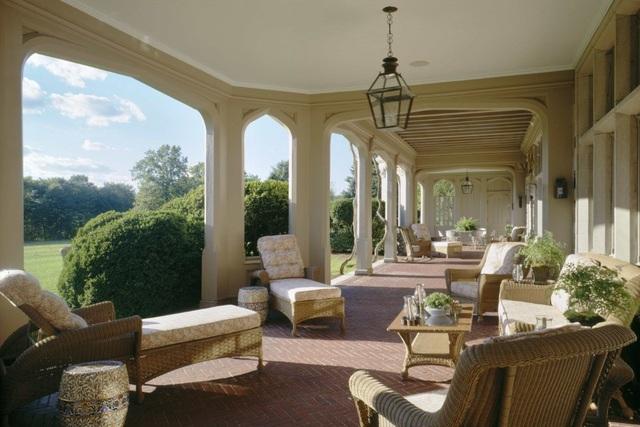 Hãy tưởng tượng cảnh bạn đang nằm dài trên chiếc ghế sofa này để tắm nắng và thả hồn vào thiên nhiên