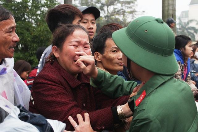 Nước mắt và nụ cười trong ngày tân binh lên đường nhập ngũ - 16