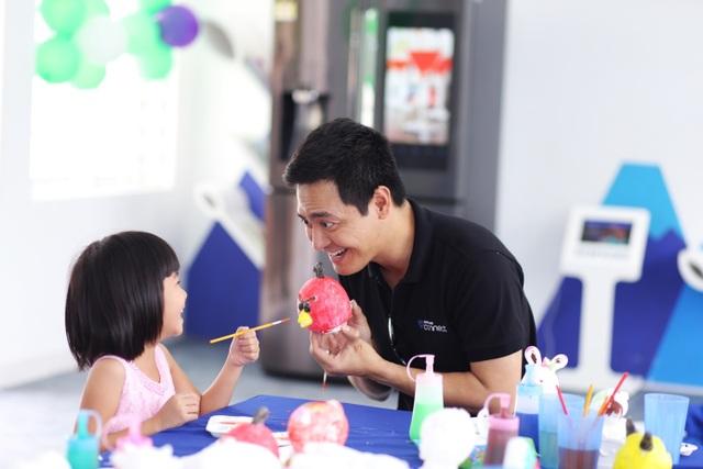 """Phan Anh tiếp tục là """"người vận chuyển"""" trong dự án kết nối yêu thương - 6"""