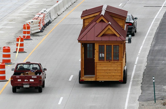 """Nhà di động chỉ khoảng 9,3 m2 đang """"bon bon"""" trên đường."""