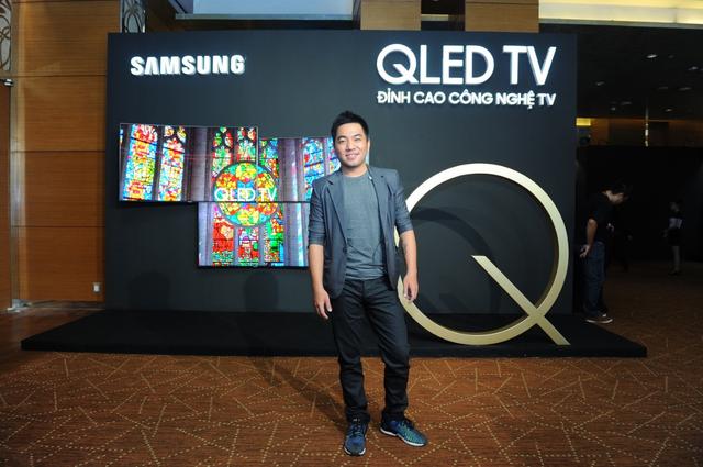 """Cũng là một người có tư duy duy mỹ rất cao. Nhà văn Nguyễn Ngọc Thạch cho biết: """"TV QLED gần như là một lựa chọn hoàn hảo cho các không gian giải trí tại gia."""""""