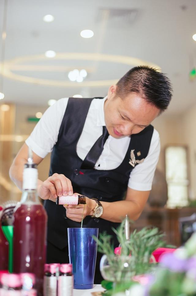 Bartender Hoàng Huy biểu diễn pha chế Mocktail với Collagen Gold