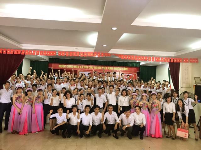 Hình ảnh Cán bộ nhân viên, Học viên Việt Nhật PTM trong lễ chia tay các bạn xuất cảnh tháng 7/2017