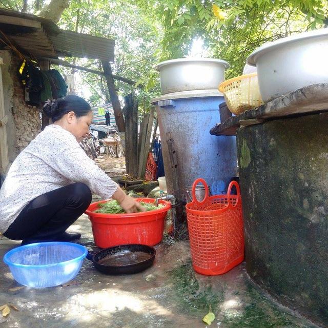 Những thùng nước kia là môi trường lý tưởng cho lăng quăng, bọ gậy sinh sống.