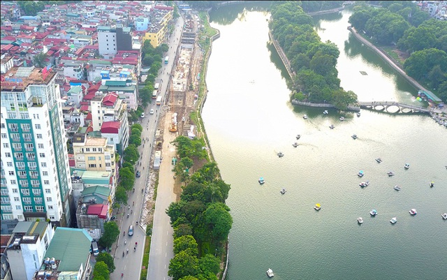 Trước đó, để phục vụ thi công tuyến đường sắt Ga Hà Nội – Nhổn, 109 cây xanh bên hồ Thủ Lệ (đường Kim Mã) cũng đã bị đánh chuyển, chặt hạ, phần lớn trong đó là cây xà cừ.