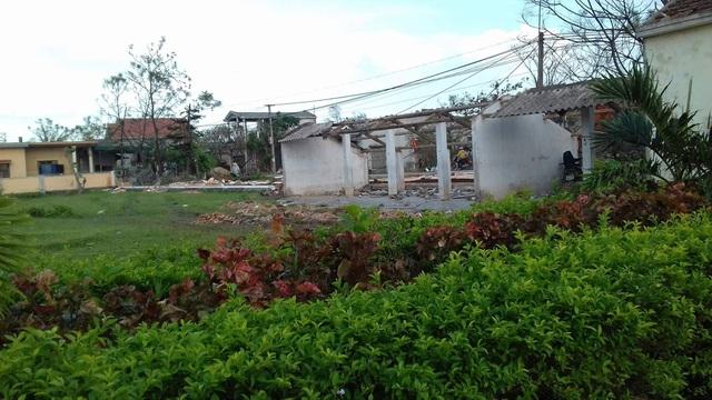 Hình ảnh ngôi trường tan hoang sau bão.