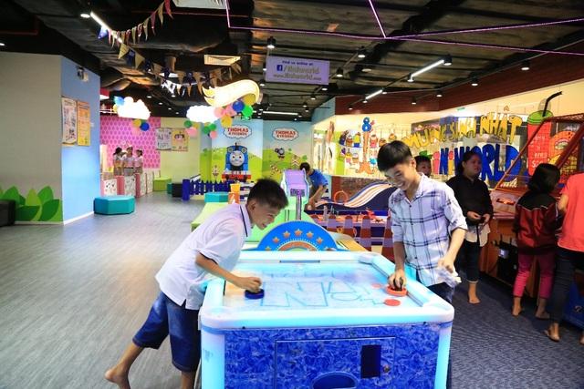 Với đa phần các em nhỏ khó khăn, đây là lần đầu tiên các em được tới vui chơi ở một trung tâm giáo trí dành riêng cho trẻ em như tiNiWorld