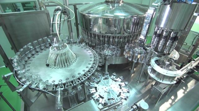 Hệ thống lọc nước RO cũng là thế mạnh của nhà máy, khi công suất lọc nước luôn đạt 75%, cao hơn so với mức trung bình 50% hiện nay tại các nhà máy thông thường khác. Hệ thống đường ống kĩ thuật cấp khí, nước tinh khiết, hơi nước được bố trí khép kín tới từng phân xưởng.