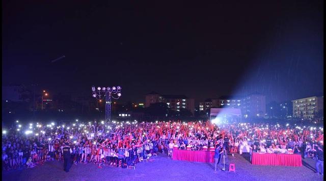 """Học sinh, sinh viên """"cháy"""" hết mình trong đêm nhạc của MobiFone tại ĐHQG HCM - 6"""