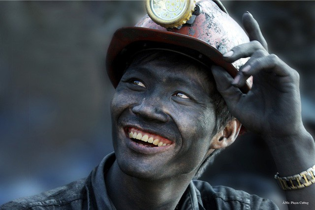 Đằng sau những lúc lao động miệt mài vẫn là nụ cười rạng rỡ