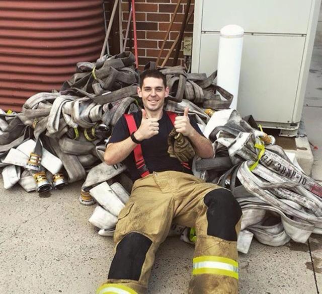 Nhờ giảm cân, Sam đã hoàn thành ước mơ trở thành lính cứu hỏa của mình