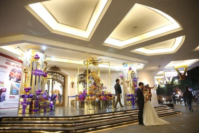 Không khí Giáng sinh đã ngập tràn ở các trung tâm thương mại Hà Nội - 6