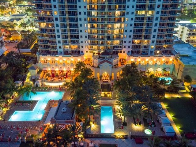 Top 10 bể bơi khách sạn đẹp mê mẩn - 7